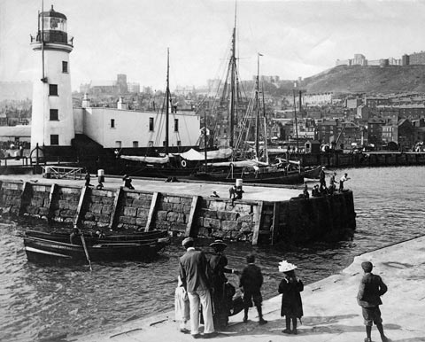 Historical photo of Scarborough lighthouse and harbour