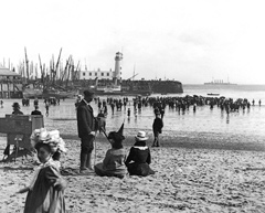 Historical image of Photographer on Scarborough South Bay Beach