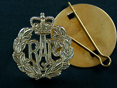 RAF Airman Queens Crown Cap Badge