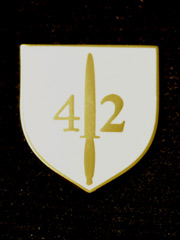 42 Commando boxed Lapel Badge